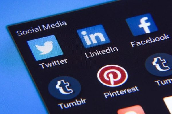 Screen with various social media apps showing