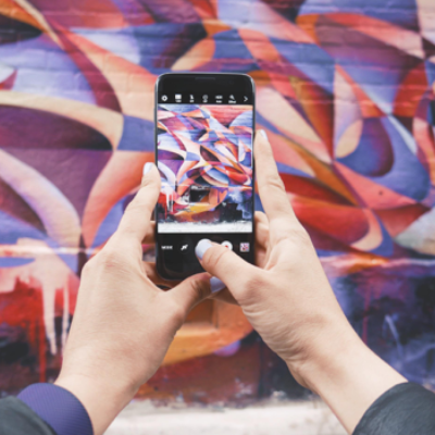 mobile photographing street art